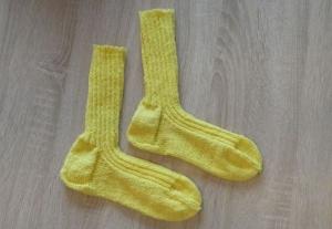 Gestrickte Socken Größe 40/41 gelb - Handarbeit kaufen