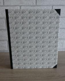 Handgefertigtes Ringbuch für DIN A5 aus Pappe, Papier und Buchleinen - Motiv: Noten, Notenschlüssel - Handarbeit kaufen