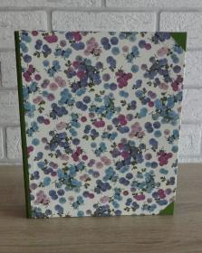 Handgefertigtes Ringbuch für DIN A5 aus Pappe, Papier und Buchleinen - Motiv: Blumen