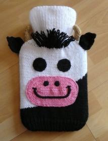 Gestrickter Wärmflaschenbezug - Kuh inkl. Wämflasche - Handarbeit kaufen