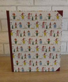 Handgefertigtes Ringbuch für DIN A5 aus Pappe, Papier und Buchleinen - Motiv: Wichtel - Handarbeit kaufen