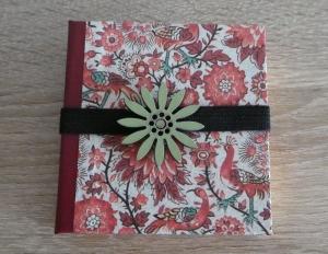Hangefertigtes Haftnotizzettelbüchlein aus Papier und Buchleinen - Blumen und Vögel (rot-weiß-grün)