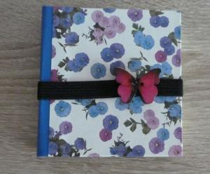 Hangefertigtes Haftnotizzettelbüchlein aus Papier und Buchleinen - blau,weiß,lila mit Schmetterling - Handarbeit kaufen