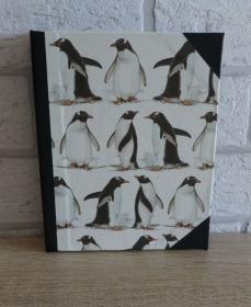 Handgefertigtes Ringbuch für DIN A6 aus Pappe, Papier und Buchleinen - Motiv: Pinguine - Handarbeit kaufen