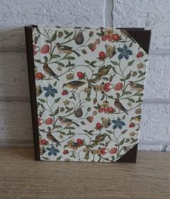 Handgefertigtes Ringbuch für DIN A6 aus Pappe, Papier und Buchleinen - Motiv: Vögel,Schmetterlinge, Pflanzen - Handarbeit kaufen