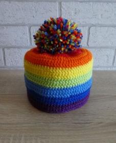 Gehäkelter Klopapierhut mit Bommel - Regenbogenfarben - Handarbeit kaufen