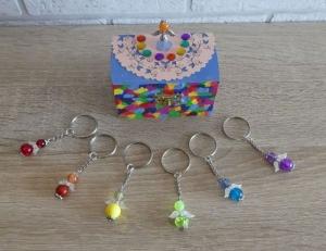 'Schlüsselanhänger Engel Geschenkset Holztruhe + 6 Schlüsselanhänger (Engel) - Regenbogenfarben - Handarbeit kaufen