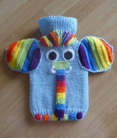 Gestrickter Wärmflaschenbezug - Elefant - Regenbogen  - Handarbeit kaufen