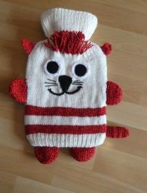 Gestrickter Wärmflaschenbezug - Katze - wollweiß-rot - Handarbeit kaufen