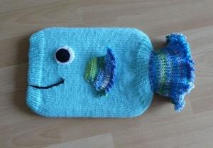 Gestrickter Wärmflaschenbezug - Fisch - türkis, blau, grün - Handarbeit kaufen