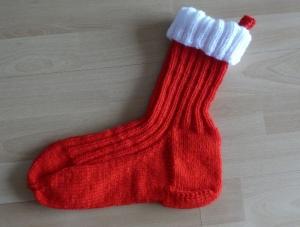Gestrickter Nikolausstrumpf zum Befüllen und Aufhängen (rot-weiß) - Handarbeit kaufen