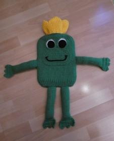 Gestrickter Wärmflaschenbezug - Froschkönig - Handarbeit kaufen