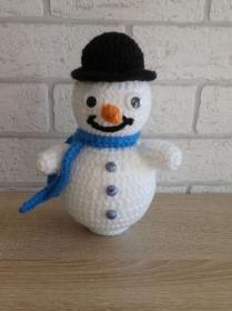 Gehäkelter Schneemann mit blauem Schal (Weihnachtsdeko)  - Handarbeit kaufen