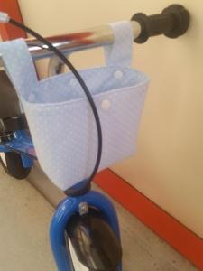Handgefertigte Lenkertasche Laufradtasche Fahrradtasche Utensilo hellblau weiß Punkte Geschenk