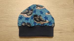 Handgemacht Kindermütze Beanie Gr. 47 blau Turnschuhe