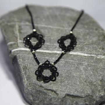 Kette Mila aus schwarzer Seide mit echtem schwarzen Spinell, 925er Silber Verschluss, Länge ca. 30,5cm Manufaktur Lienshöft