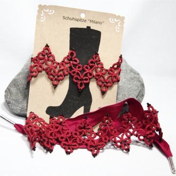 rote Schuhspitze Milano mit schwarzen Perlen und rotem Leinenband zum Binden, Gesamtlänge ca. 68 cm Manufaktur Lienshöft