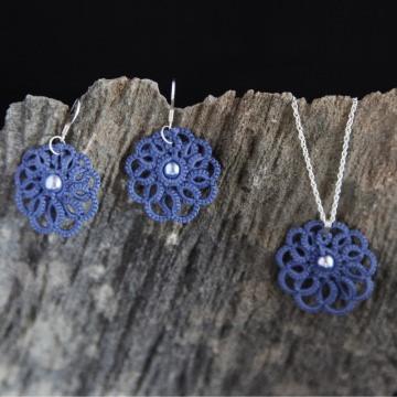 Set Anhänger und Ohrringe Rumba jeansblaue Baumwolle mit blauen Glaswachsperlen, 925er Silber Manufaktur Lienshöft