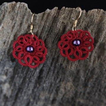 Ohrringe Rumba rote Baumwolle mit lila Glaswachsperlen, 925er Silber, vergoldet Manufaktur Lienshöft