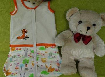 Handgemachter Schlafsack aus Baumwolle 60 cm lang mit Reißverschluss. Bestickt mit kleinem Fuchs. Gefüttert mit Baumwolljersey.