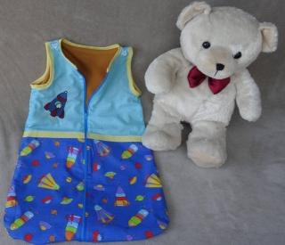 Schlafsack 150 cm für Kinder und Jugendliche mit Handicap. Der Schlafsack ist aus Baumwolle und warm gefüttert. Der Reißverschluss geht von oben bis zu den Füssen