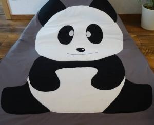 Krabbeldecke Panda aus Baumwollstoff mit 2 cm Volumenvlies gefüttert und Plüschstoff unterlegt, handgemacht