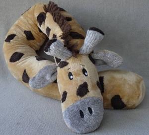 Bettschlange kuschelige Giraffe 3,5 Meter lang mit einem Umfang von 35 cm. Gefüllt mit Füllwatte oder Styroporkügelchen. Kann bestickt werden.