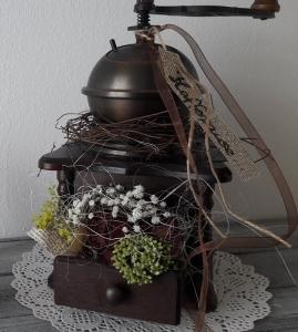 Tischdeko Tischgesteck Shabby alte Kaffeemühle Kaffepause...