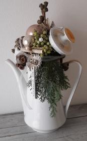 Tischdeko Tischgesteck weihnachtliche Kaffeekanne Adventsgesteck