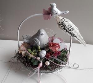 Tischdeko Tischgesteck Etagere Frühling Spatz im Nest mit Naturmaterialien
