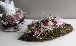 Tischdeko Tischgesteck Rosenschiffchen Frühling mit Naturmaterialien