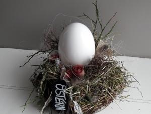 Tischdeko Tischgesteck Ostertischdeko Ei im Osternest mit Naturmaterialien