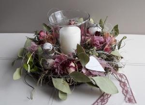 Tischdeko Tischkranz Frühling Ostern mit Windlicht und Naturmaterialien