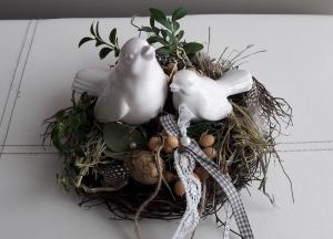 Tischdeko Tischgesteck Frühlingsdeko Vogelnest mit Naturmaterialien