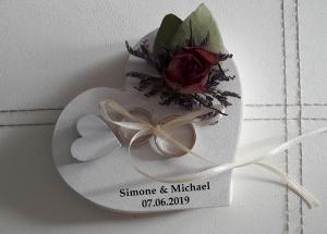 Ringkissen personalisiert kleines Holzherz Vintage-Look getrocknete Rosen, Blumen