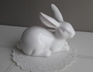Tischdekoration Osterdeko Keramik Hase liegend weiß glänzend