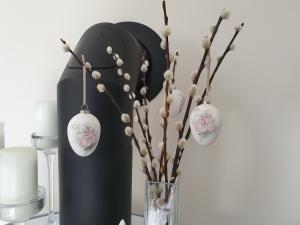 Ostereierdeko 3er Set hängend weiße Terrakotta-Eier Vintage Rose