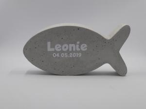 Fisch aus Beton mit Name und Geburtsdatum Geschenk zur Geburt und Taufe