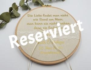 Ringkissen Stickrahmen mit Spruch goldener Schrift reserviert für Holger