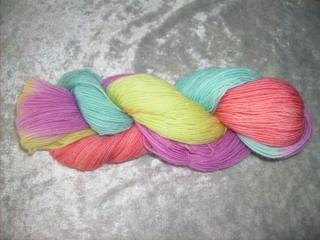 100 gr. handgefärbte Sockenwolle 4 fädig Fruchtwasser