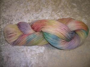 150 gr. handgefärbte Sockenwolle 6 fädig Feuerwerk 36