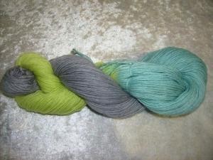 100 gr. handgefärbte Sockenwolle 4 fädig Steinpflanze