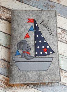 U-Heft-Hülle U Heft Hülle Maus im Segelboot individualisierbar handgemacht