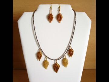 Schmuckset mit Blättern aus 2,3mm Rocailles, gold-bronze; Kette + Ohrringe - Handarbeit kaufen
