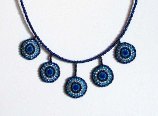 Kette mit Kreisen aus Rocailles & Glasperlen in wasserblau - Handarbeit kaufen