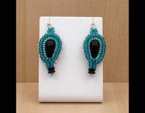 Paisley Ohrringe aus Rocailles und Glasperlen; türkis-schwarz - Handarbeit kaufen
