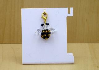 Charm Biene aus Rocailles und Glasschliffperlen