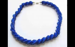 Häkelkette - Spirale mit Stiftperlen; blau - Handarbeit kaufen