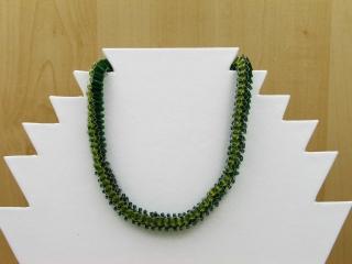 30% reduziert - Kette mit Strickliesl gemacht - aus Stift- und Glasperlen; grün - Handarbeit kaufen
