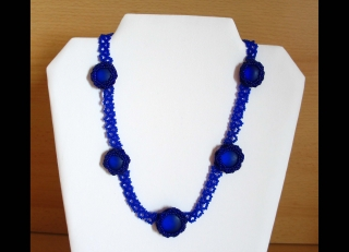 30% reduziert - Collier mit eingefassten Glaslinsen; blau - Handarbeit kaufen